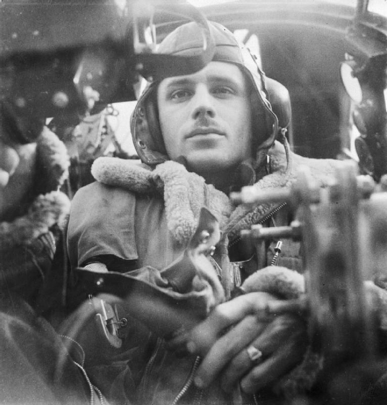 Cecil_Beaton_Photographs-_General;_Royal_Air_Force_D4736