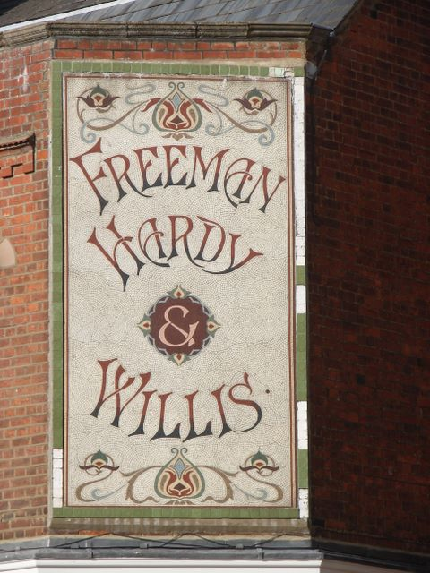 Freeman,_Hardy_and_Willis_Sign,_Hitchin_-_geograph.org.uk_-_561815